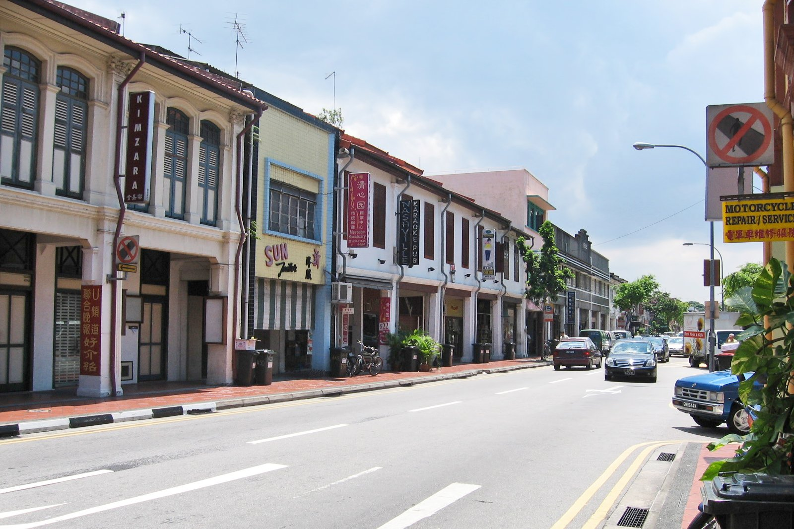 3 Best Places to Go Shopping in Geylang and Joo Chiat