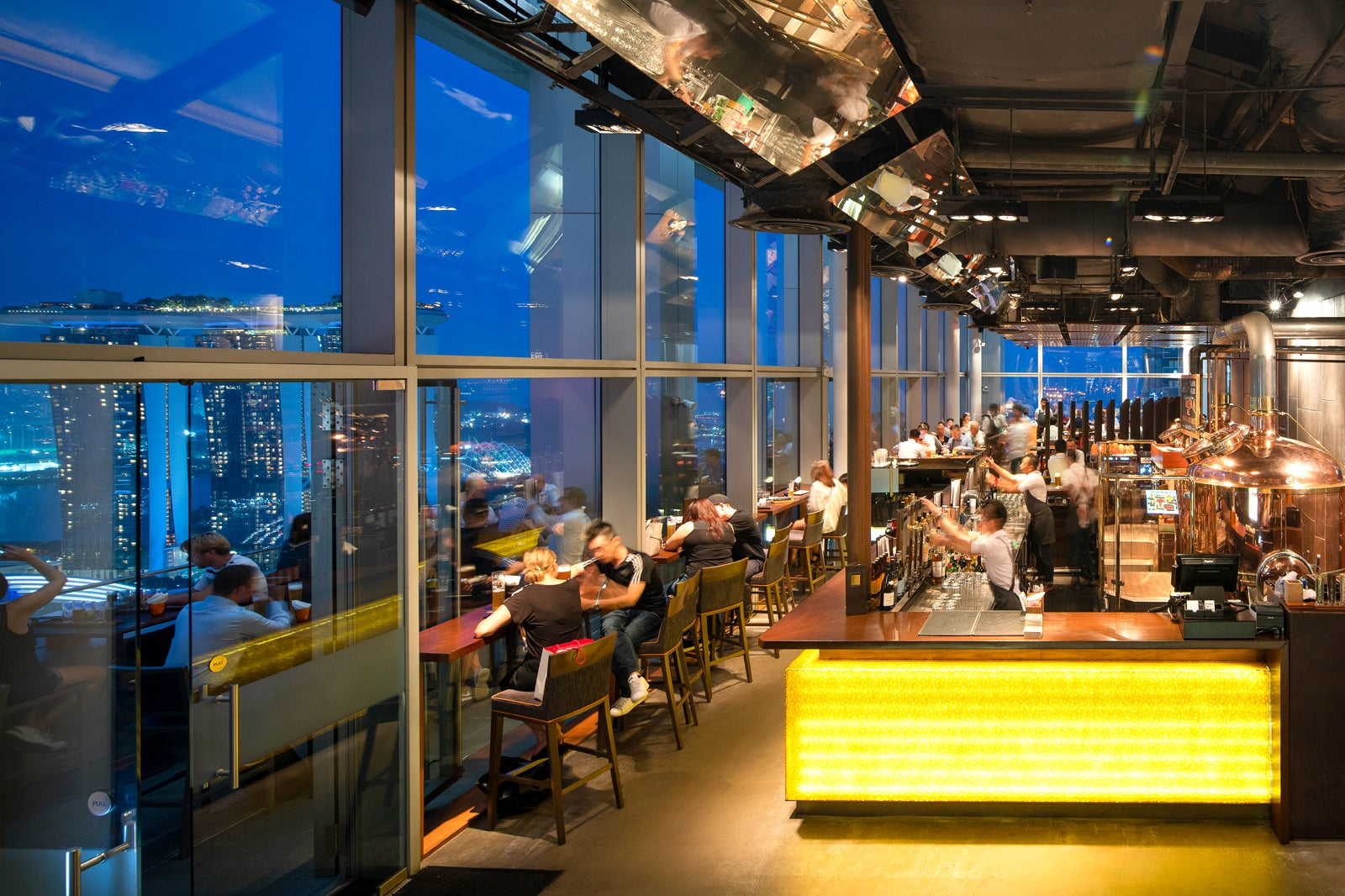 Level33 Rooftop Bar in Singapore - Rooftop Microbrewery in Marina Bay