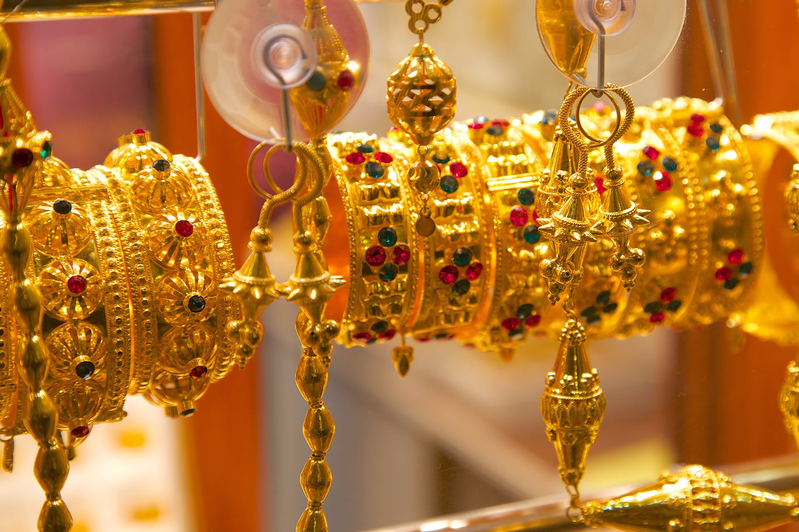 10 Interesting Souvenirs to Buy in Qatar - What to Buy for Your Friends and Where to Shop