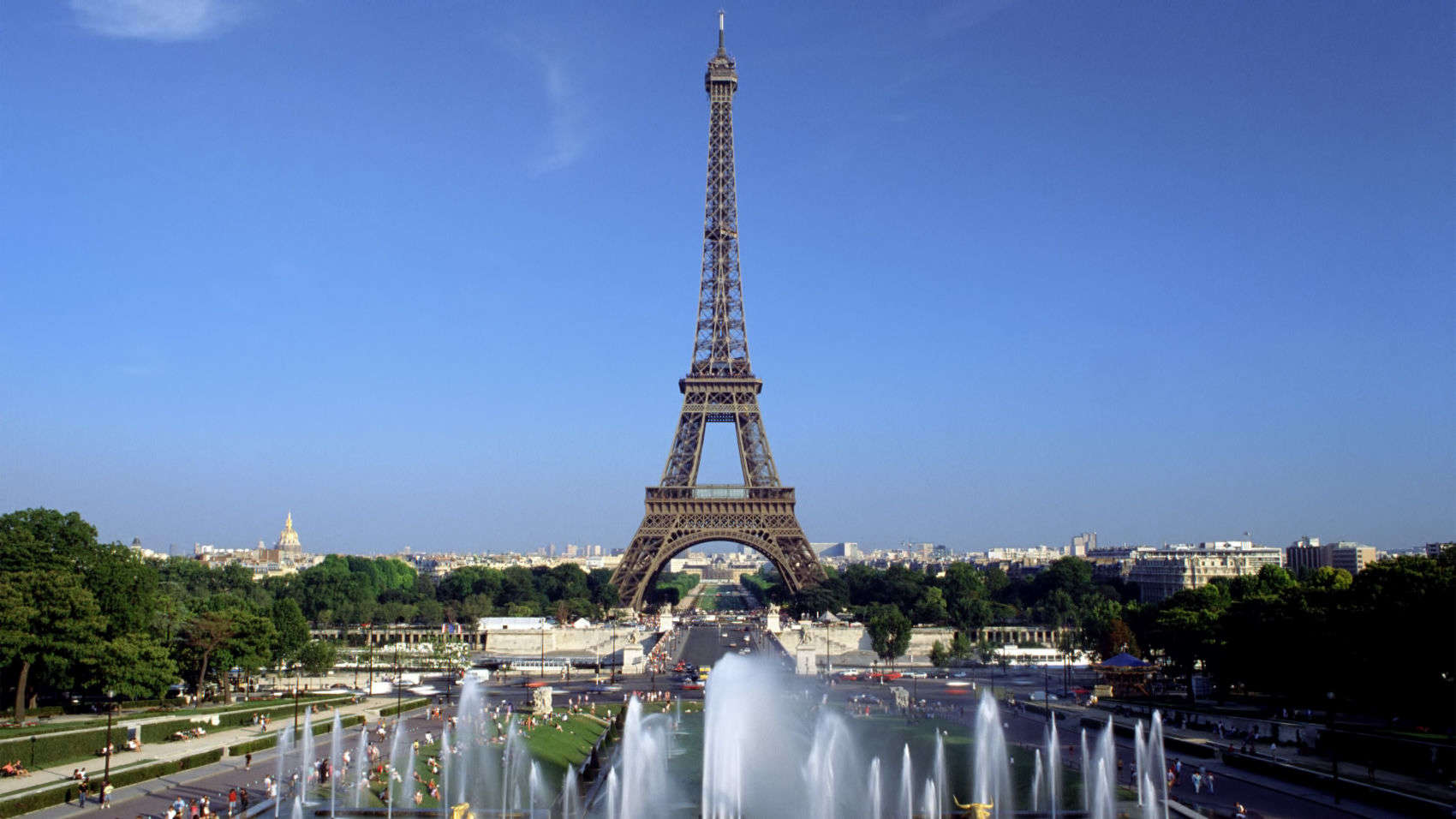 Cheap hotels rooms in paris france near eiffel tower for Hotels near effiel tower