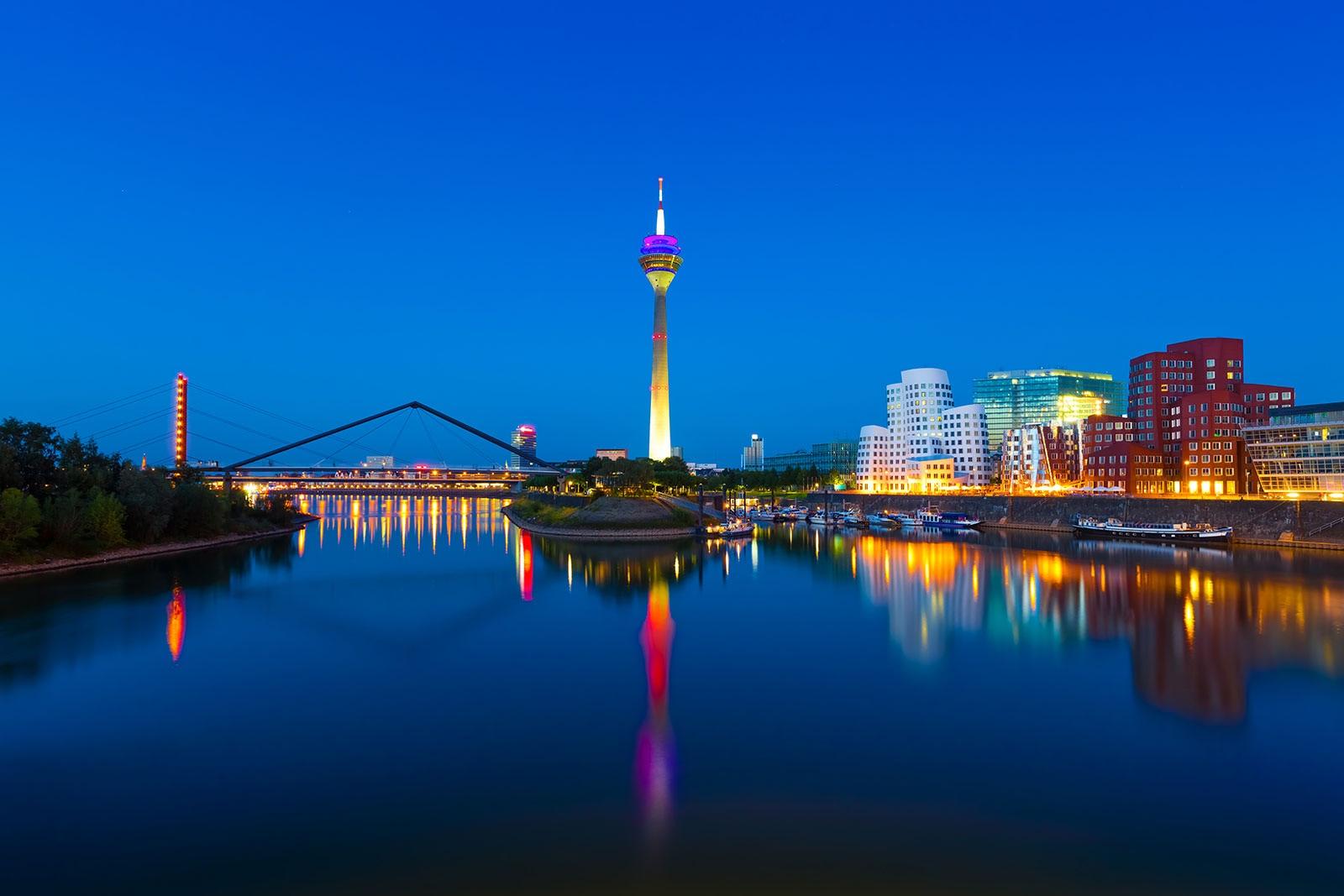 Düsseldorf asia girls Düsseldorf nightlife