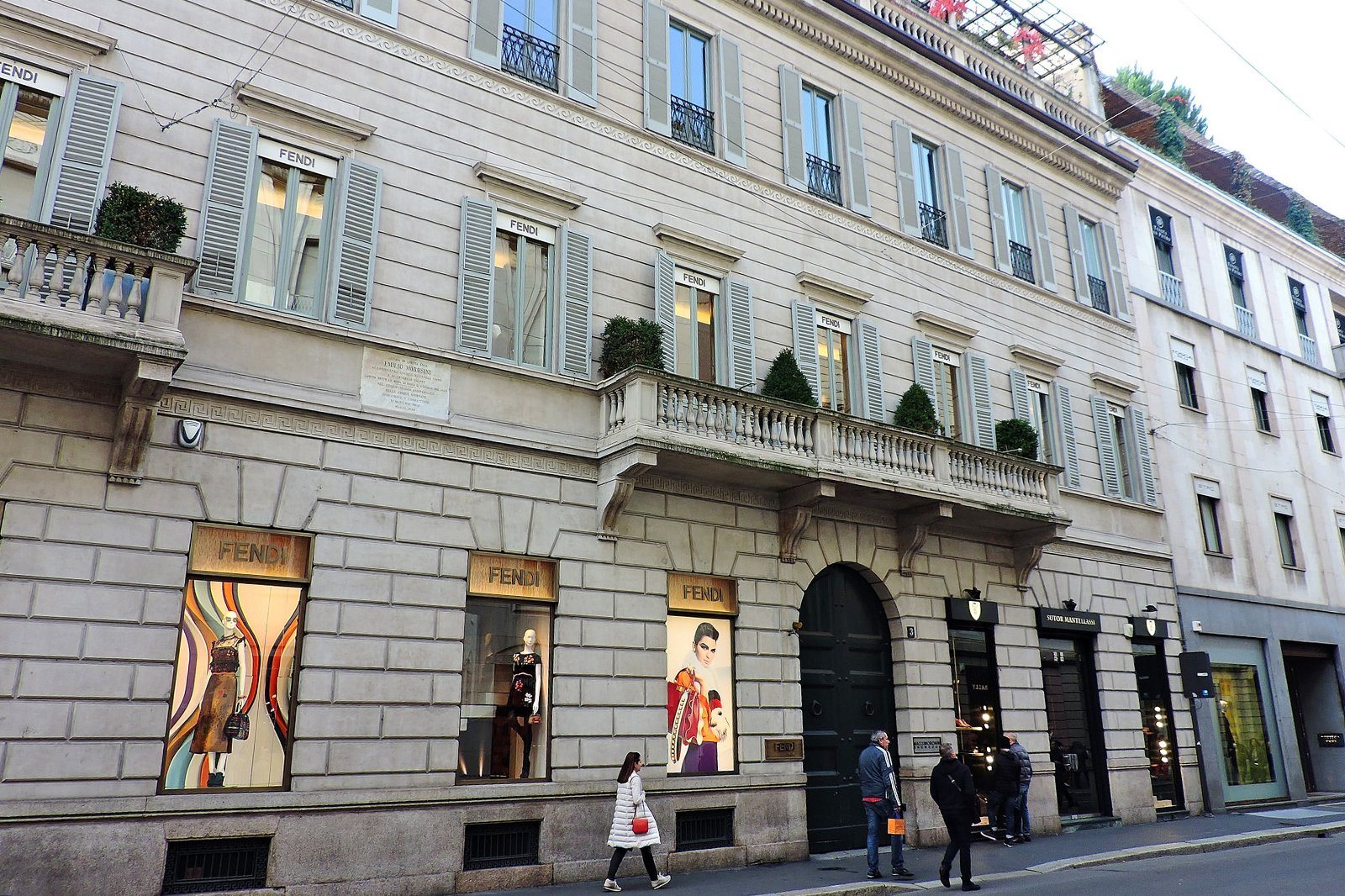 10 Famous Shopping Streets in Italy - Where to Shop in Italy