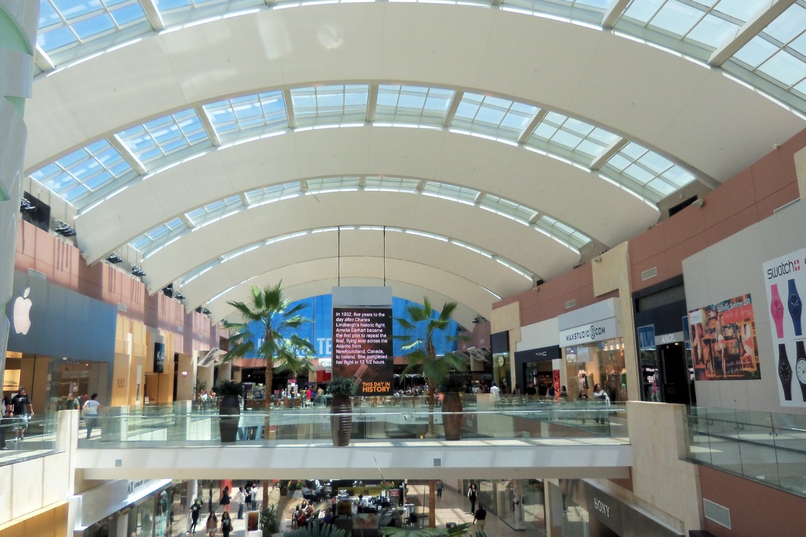 10 Best Shopping Malls In Los Angeles Where To Shop Til You Drop In La Go Guides