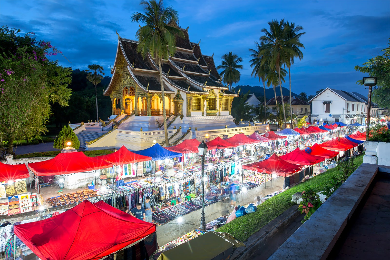 ผลการค้นหารูปภาพสำหรับ luang prabang night market laos