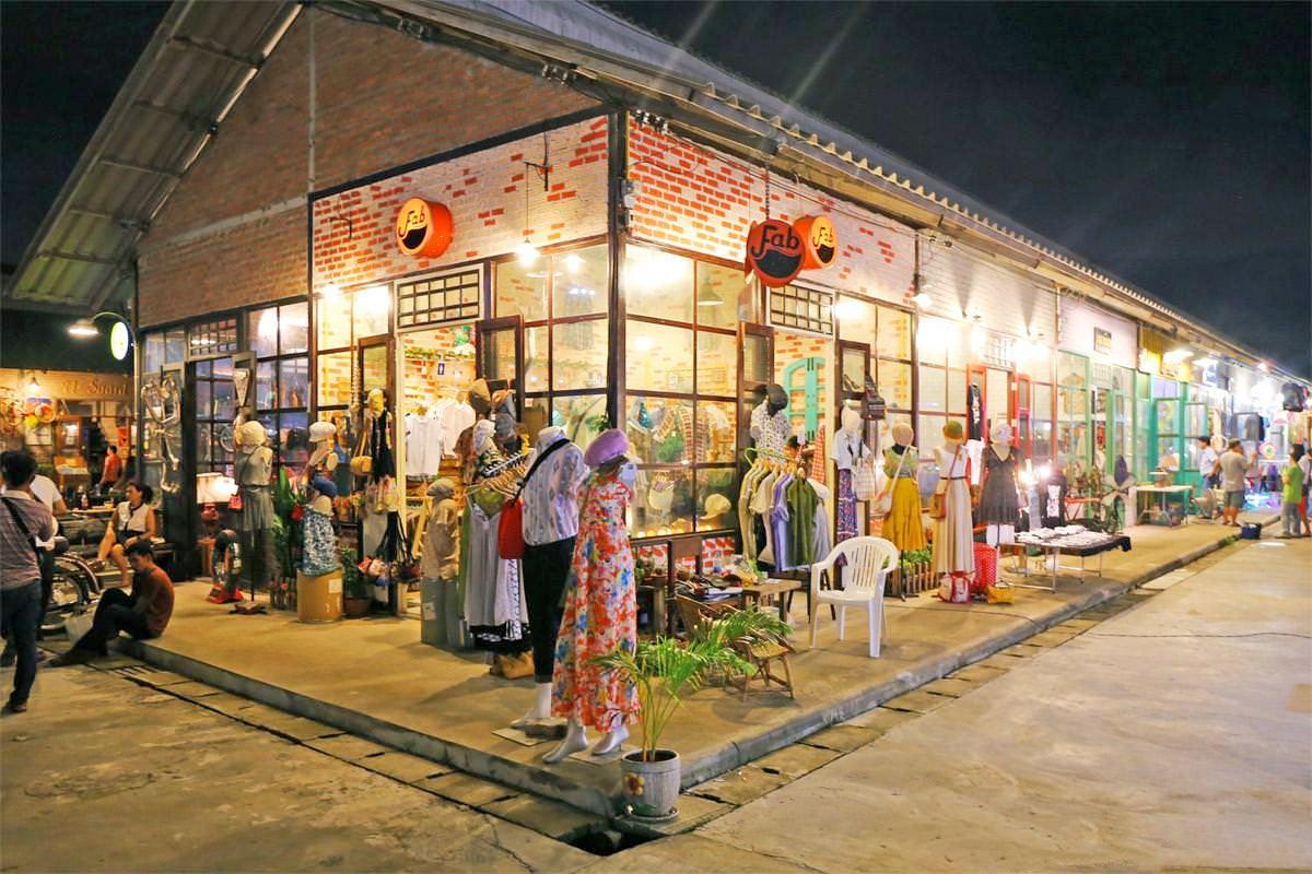 Rod Fai Night Market in Bangkok - Srinakarin Train Market – Go Guides