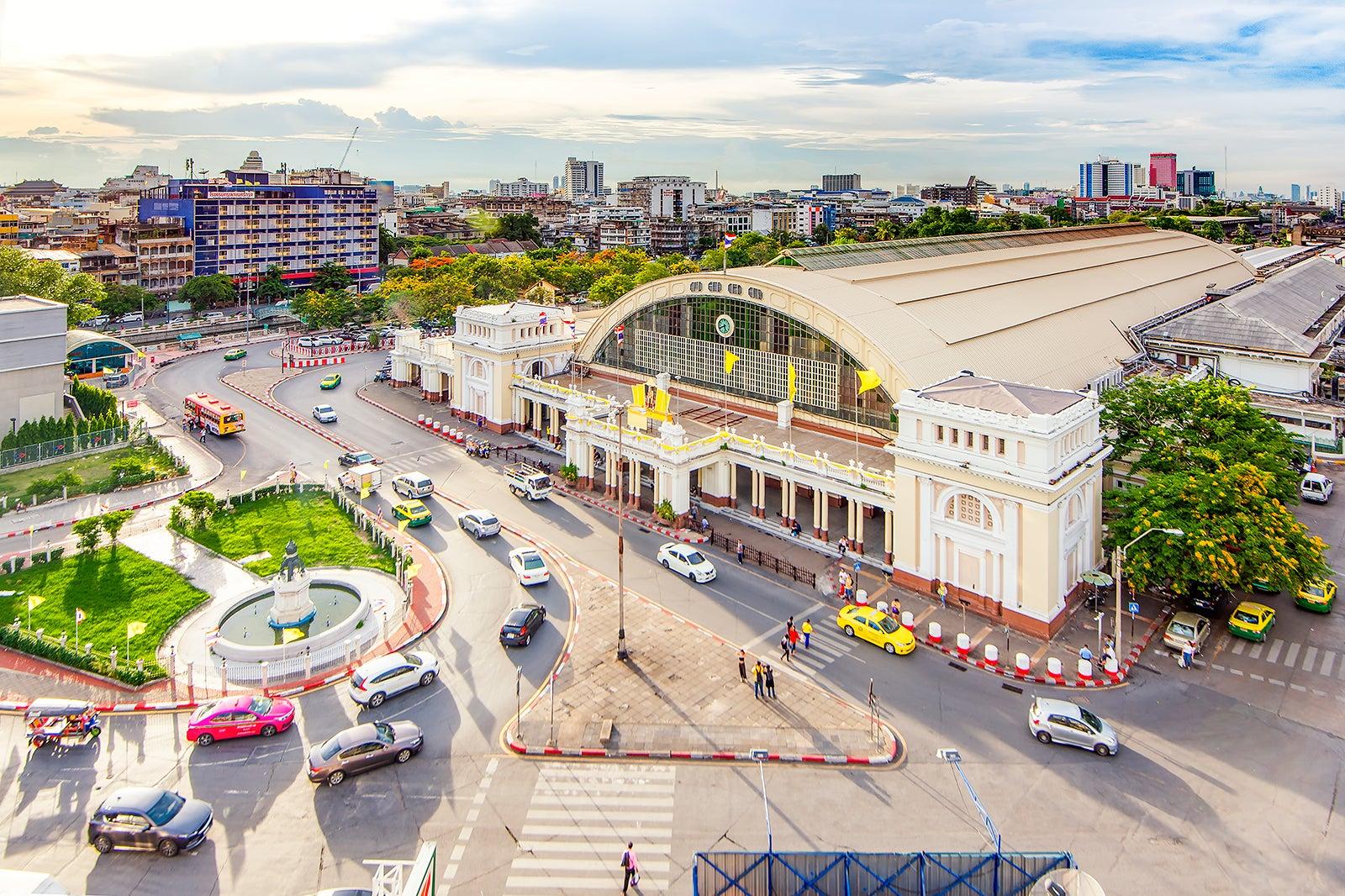 Hua Lamphong Railway Station in Bangkok - Bangkok Train
