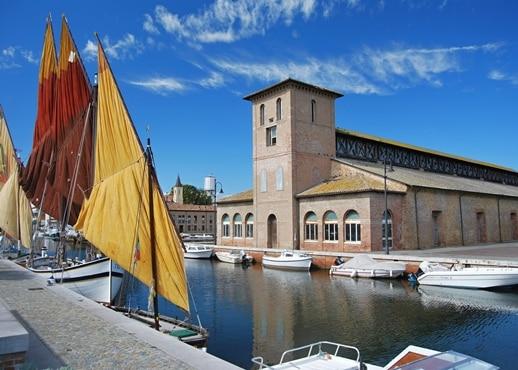 科马基奥, 意大利