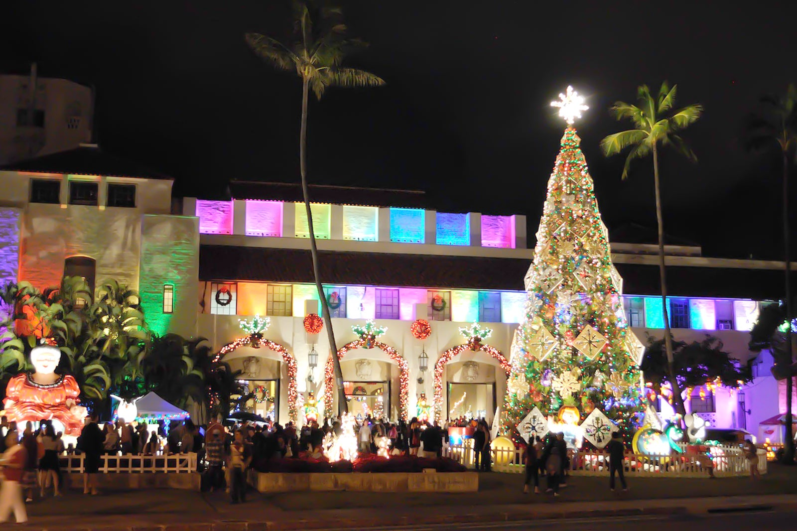 Honolulu Hale Christmas 2021 10 Things To Do In Honolulu In Winter Plan Your Itinerary For Winter In Hawaii Go Guides
