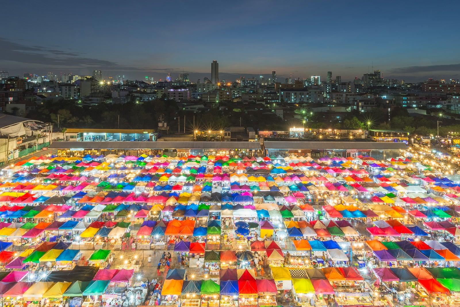 Rot Fai Market Ratchada - Bangkok's Train Market on Ratchadaphisek Road – Go Guides