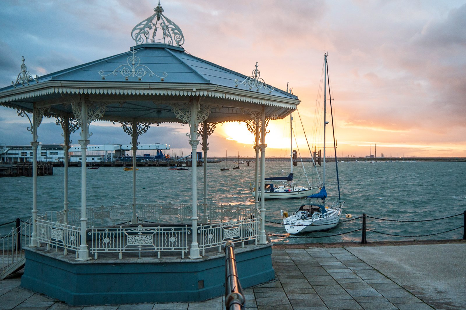 Locale Dn Laoghaire Harbour