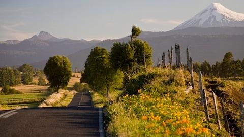 県 オソルノ 南米チリに聳え立つ活発な火山は 見れば見るほど富士山と瓜二つ