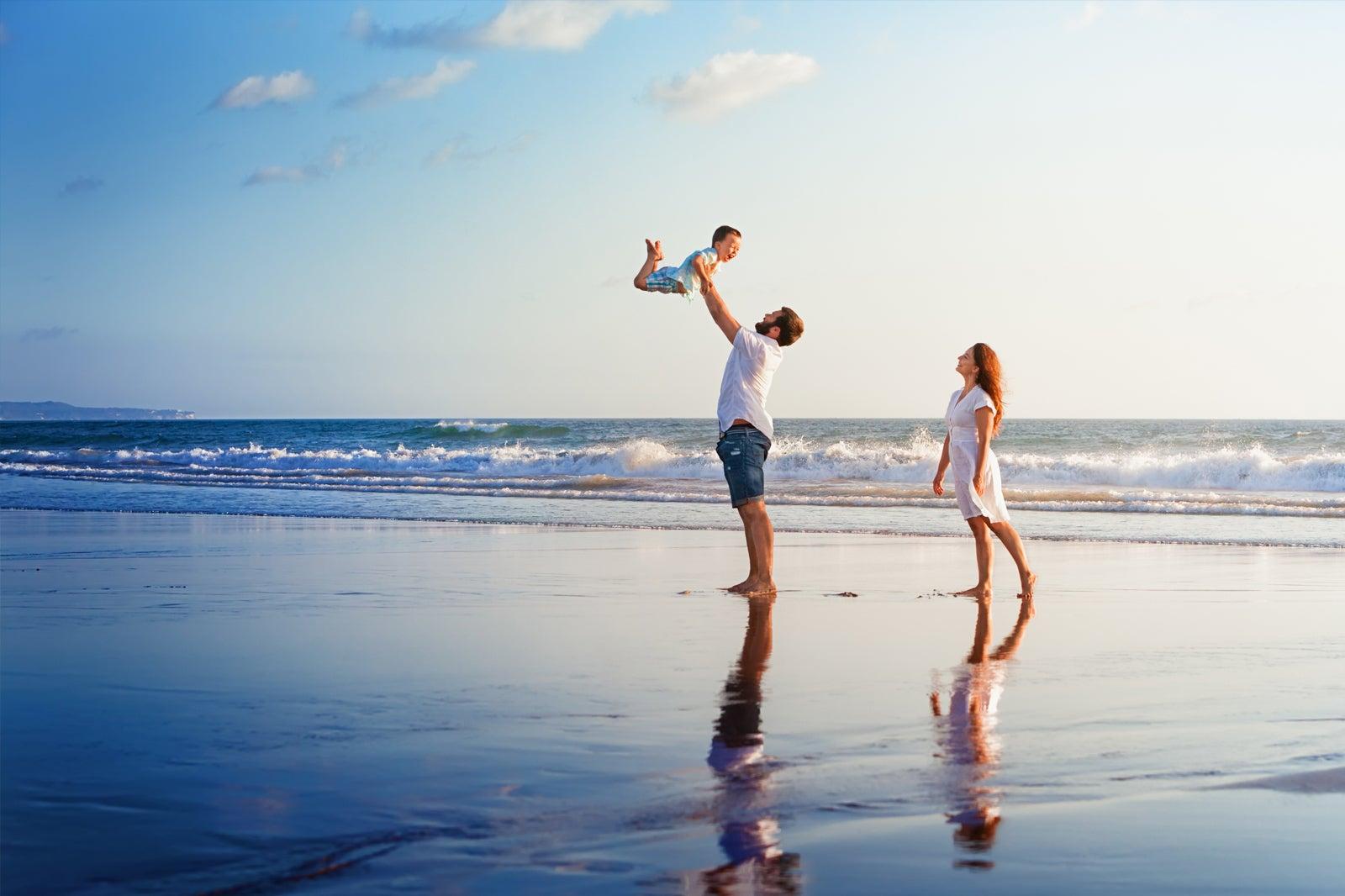 носят бегущая семья по берегу океана картинки фото изготовлена