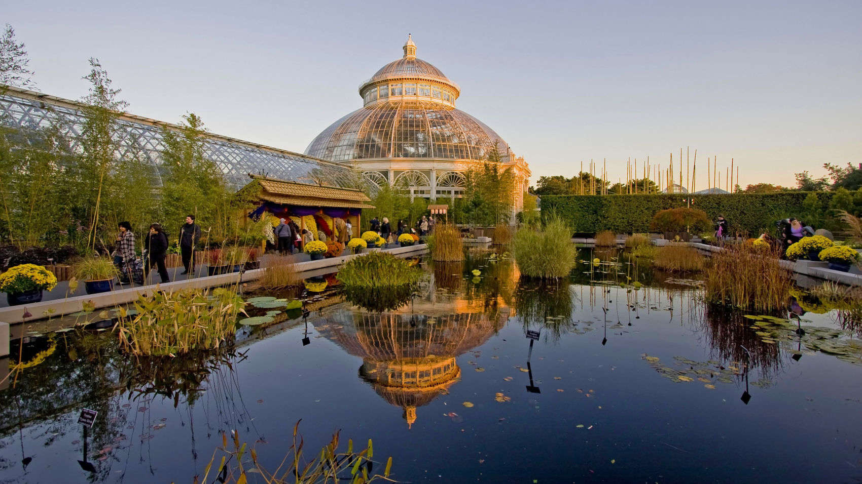 15 Closest Hotels to New York Botanical Gardens in Bronx | Hotels.com