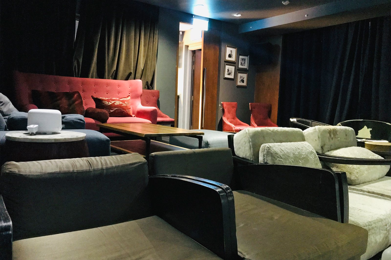 Screening Room Singapore Rooftop Bar Movie Theater And