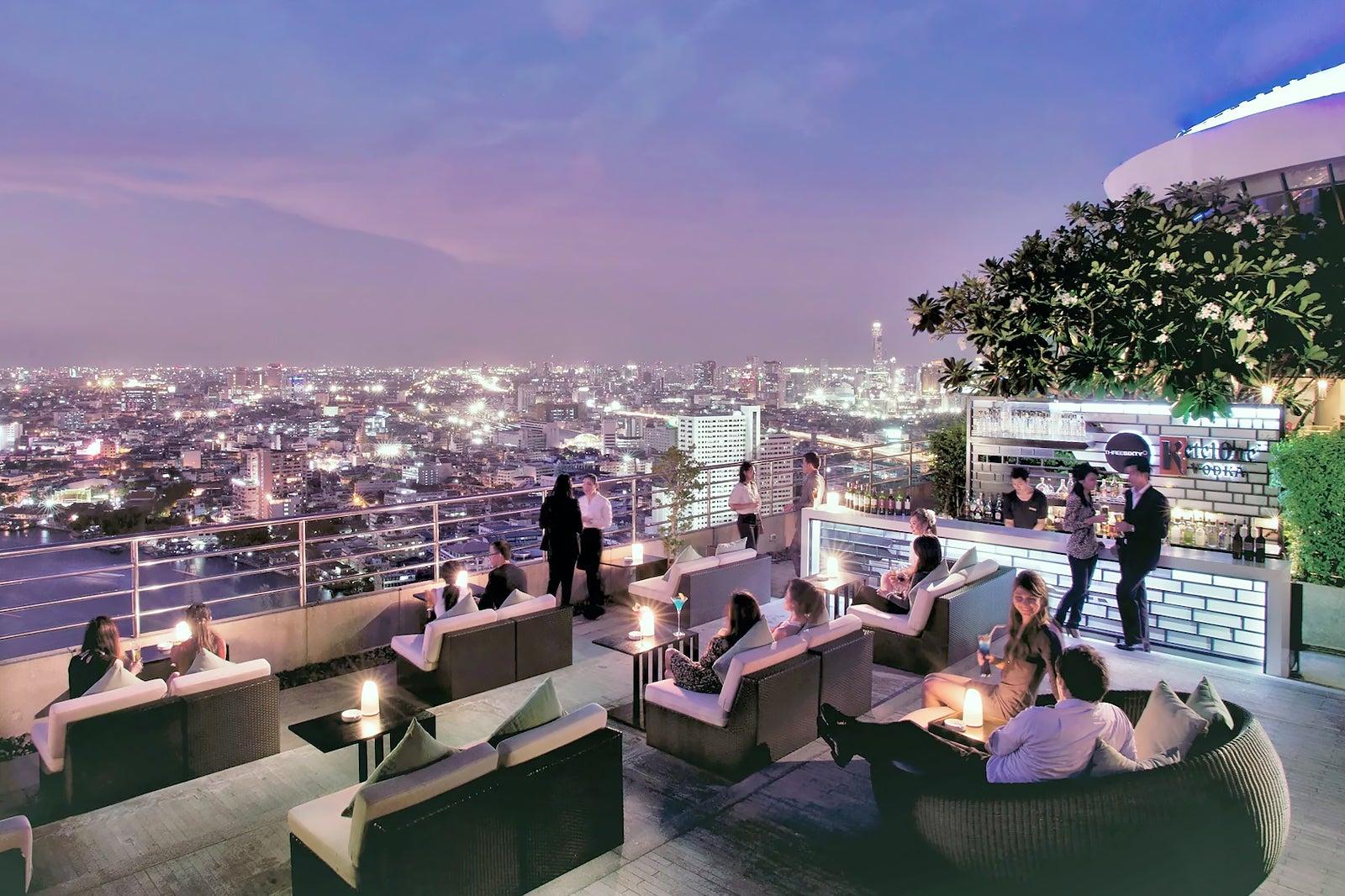 Three Sixty Lounge Bangkok - Rooftop Bar at Millennium Hilton Bangkok - Go Guides