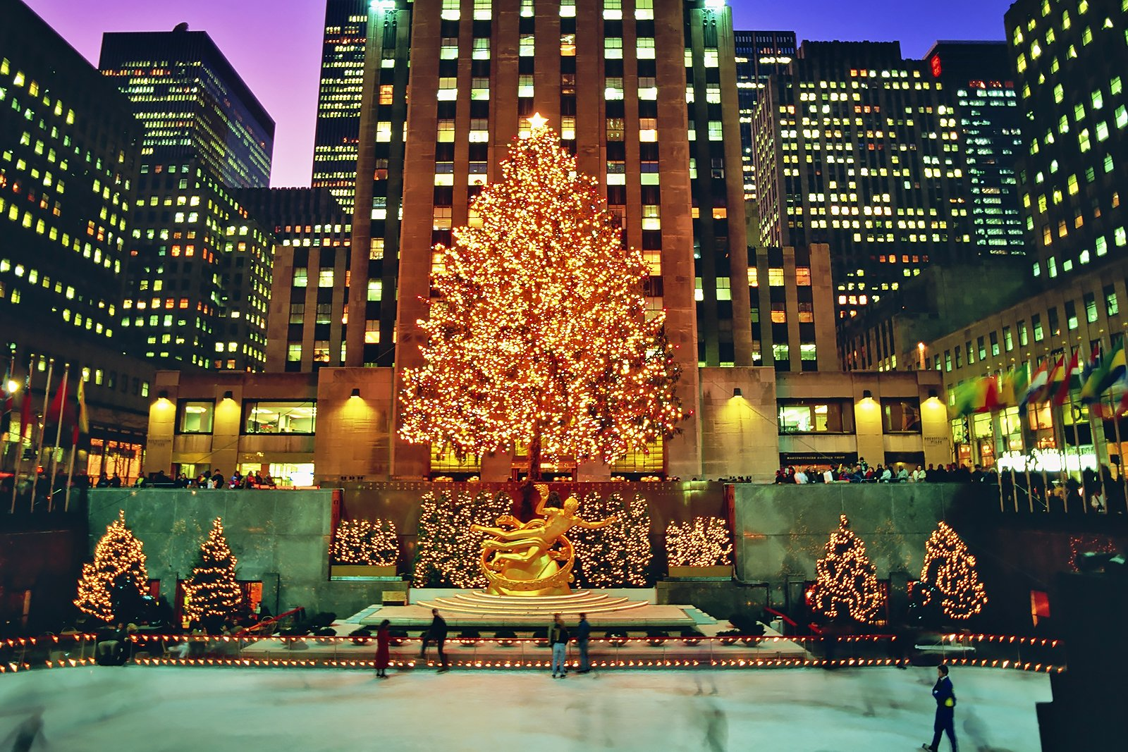 10 Best Places to Celebrate Christmas in the US - Where to Meet Santa Claus in America (yes, he ...