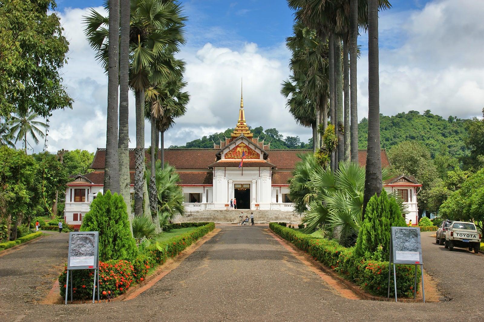 ผลการค้นหารูปภาพสำหรับ Royal Palace Museum luang prabang  laos