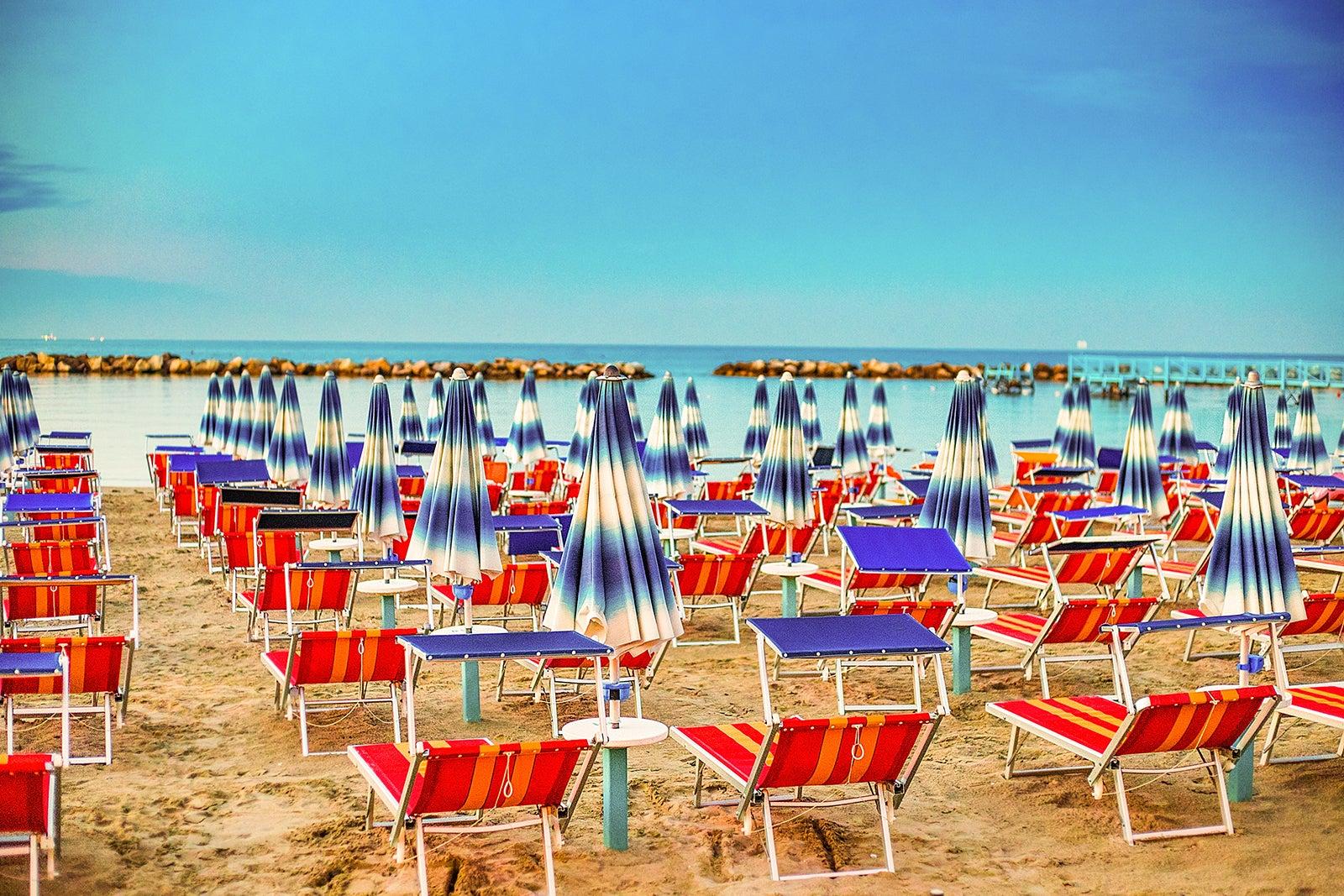 Cartina Riviera Romagnola.10 Spiagge Da Non Perdere In Emilia Romagna Il Litorale Delle Vacanze Tra Sabbia Lucente E Divertimento Go Guides