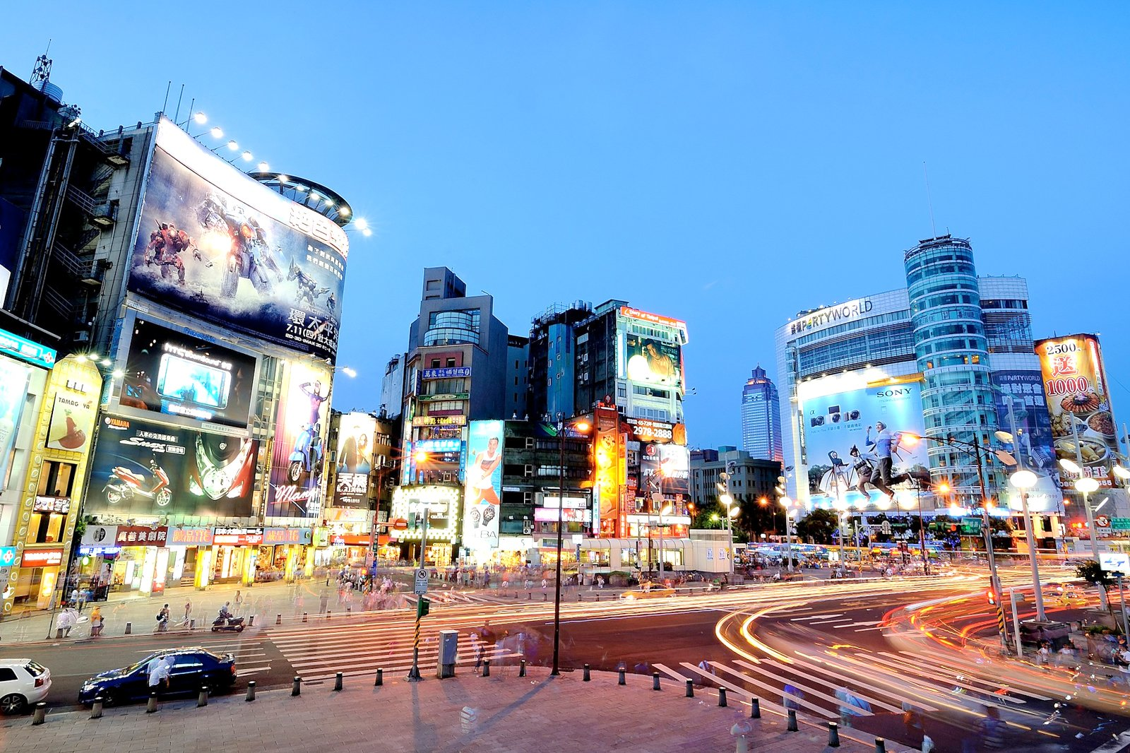 Street Style and Street Shopping in Taipei Keep Austin Stylish